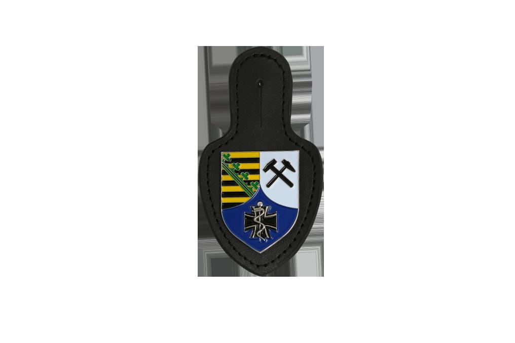 Leder - Brustanhänger Emblem in mehrfarbig lackiert, vernickelt