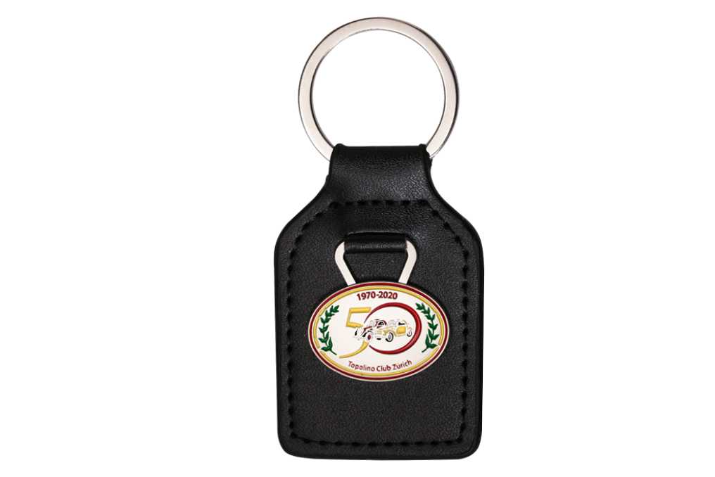 Schlüsselanhänger: echtes Leder, Emblem: geprägt, mehrfarbig lackiert, matt vernickelt